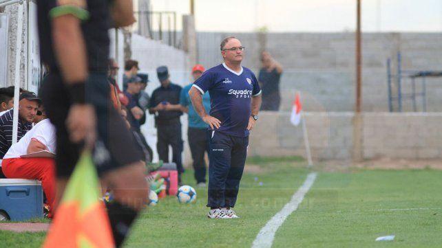 Tras una nueva derrota aceptaron la renuncia del técnico de Atlético Paraná, Edgardo Cervilla