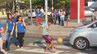 Tiene 14 años y pasó de hacer jueguitos en el semáforo a fichar por un club profesional