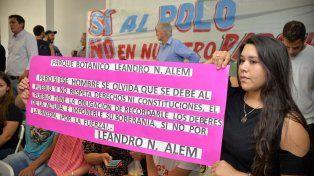 Asistencia. Vecinos y miembros de ONG se movilizaron hasta el salón del club Don Bosco.