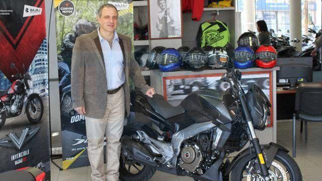 Álvaro Niemiz mostró detalles de la motocicleta