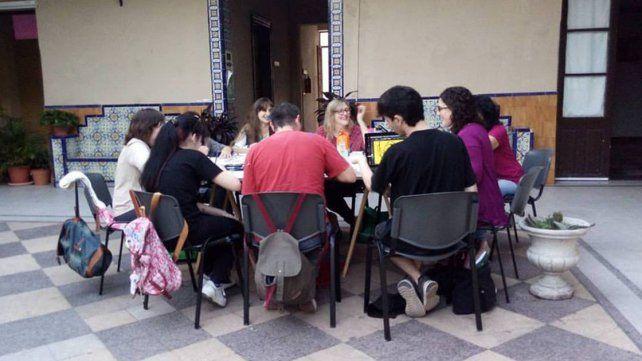 Heterogéneo. El grupo reúne a integrantes de diferentes edades y formación artística.