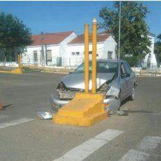 Golpes en la cabeza. El conductor de 72 años fue asistido en el hospital San Martín.