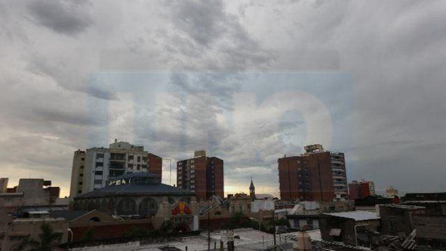 Miércoles caluroso e inestable: Pronostican tormentas para la tarde noche
