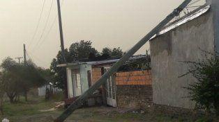 Por el ventarrón hubo voladuras de techos y mamposterías en Paraná