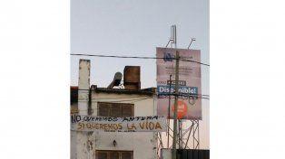 Vecinos de calle Artigas rechazan la instalación de una antena de telefonía y denuncian persecución