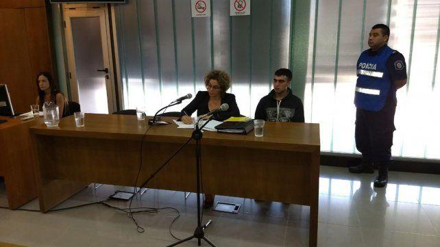 Seguirá preso. El joven de 23 años había acusado a su hermana de 15 del disparo letal. Foto: Javier Aragón