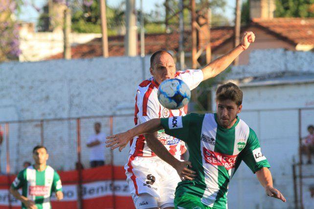 Otra vez presente. Enzo Noir anotó por segundo encuentro seguido. Solo sirvió para que Atlético Paraná sume una unidad.