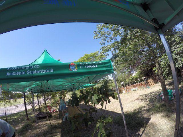 La Secretaría de Ambiente de la Municipalidad de Paraná colaboró con gazebos. Foto UNO.