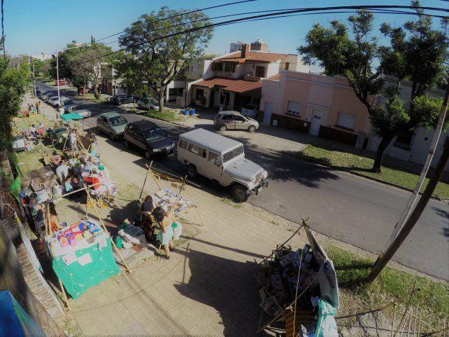 Los puestos sobre la calle. Foto UNO