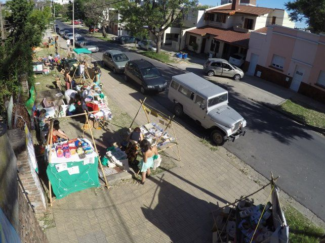 Los puestos sobre calle Nogoyá. Foto UNO