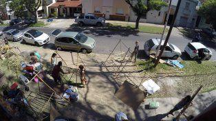 A las 3 de la tarde comenzaron con el armado de la Tribuferia. Foto UNO.