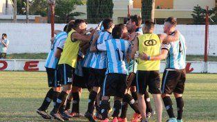 El desahogo. Los jugadores de Belgrano clasifican el pase a la siguiente instancia