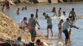 El balneario de Bajada fue uno de los elegidos para pasar el calor del domingo