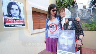 Agrupación Hijos escrachó la casa del médico Miguel Torrealday en Paraná