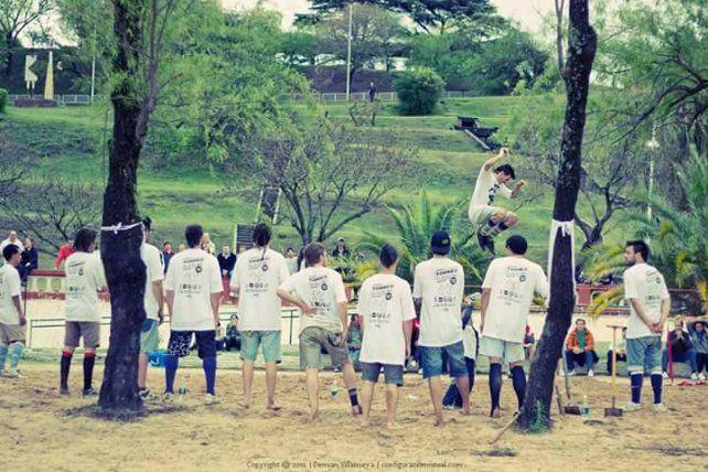 El primer campeonato en 2012 se realizó en el balneario municipal de Paraná.