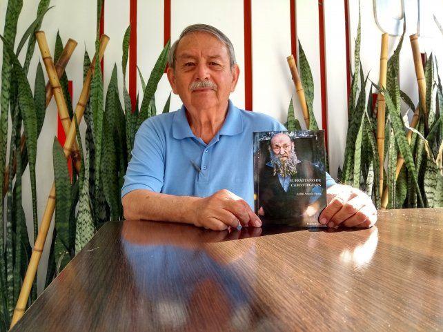 En Persona. El autor conoció personalmente al protagonista del libro a fines de los años 60. Visitó la rudimentaria vivienda de Asselborn