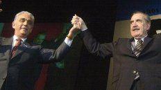 fórmula. Víctor Martínez y Raúl Alfonsín durante un acto. Fueron la fórmula presidencial electa en 1983.