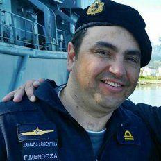 La familia del submarinista concordiense permanecen en la base naval del Mar del Plata y aguardan noticias