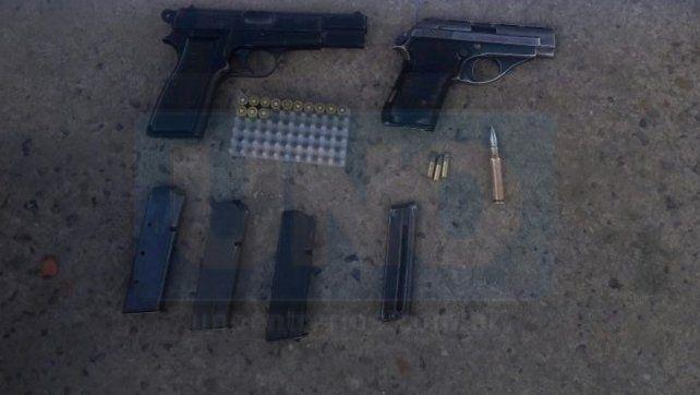 Recién disparadas. Las armas fueron secuestradas tras estar ocultas en un bolso.