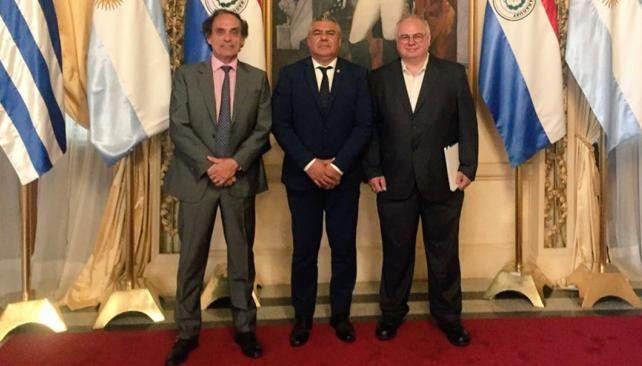 Tapia firmó un acuerdo para avanzar con la candidatura del Mundial 2030