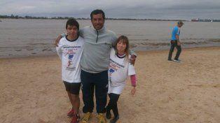 CONSAGRADOS. Pablo Taulada, junto a sus alumnos Agustina y Facundo, se destacan en competencias y travesías.
