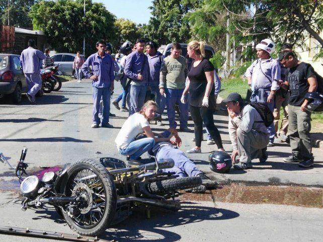 Preocupación por la salud de los hombres que viajaban en la moto. FotoUNOJuan Manuel Hernández.