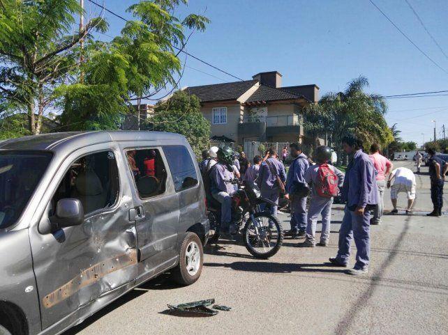 Sus compañeros llegaron rápido al lugar. FotoUNOJuan Manuel Hernández.