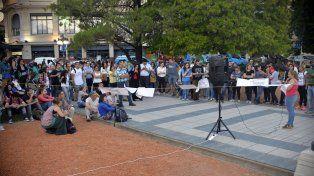 El debate llegó a la plaza 1° de Mayo de Paraná. FotoUNOMateo Oviedo