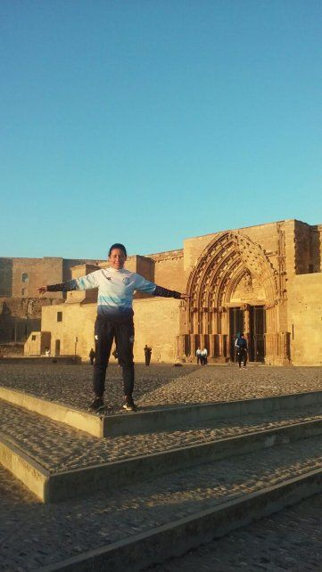 De paseo. La jugadora del barrio Pancho Ramírez visitó la Catedral de Lérida