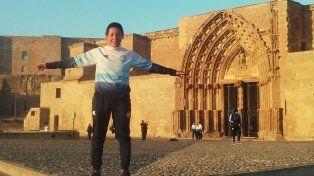 De paseo. La jugadora del barrio Pancho Ramírez visitó la Catedral de Lérida, en Cataluña.
