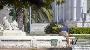 Con un pie en la fuente. FotoUNOMateo Oviedo.