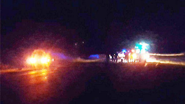 Un muerto y varios heridos tras chocar un utilitario con dos motos