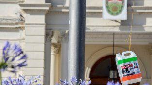Una de las intervenciones que realizaron el martes en la casa de gobierno. Foto UNO Mateo Oviedo.