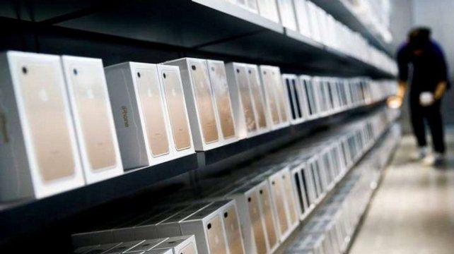 Freno al contrabando: bloquearán a los celulares que no sean declarados