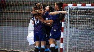 El desahogo. Las chicas celebraron la última conquista que les dio el pase y la histórica clasificación.