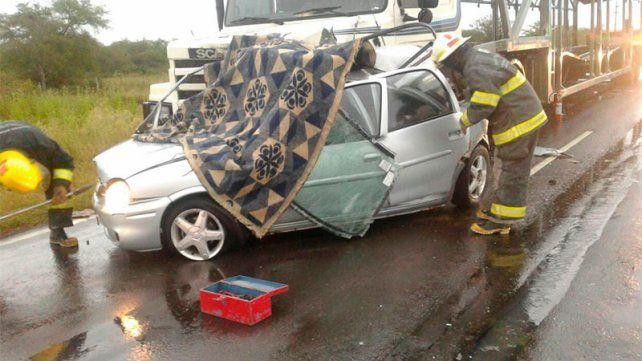 Muertes instantáneas. El auto se cruzó de mano y el choque fue frontal.