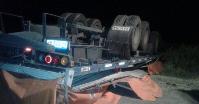 Un camionero murió tras volcar en la ruta provincial Nº 6