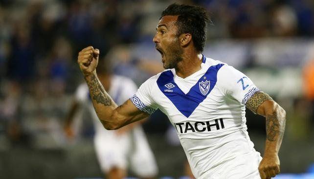 Vélez goleó y toma aire en la Superliga