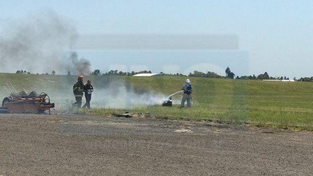 En tiempo real. Las fuerzas de seguridad intervinieron como si el accidente hubiera ocurrido. Foto: Aeropuerto Paraná.