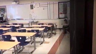 Una profesora fue filmada presuntamente inhalando cocaína en clase