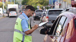 Cinco Esquinas: Labraron 60 multas a conductores por cruzar en rojo
