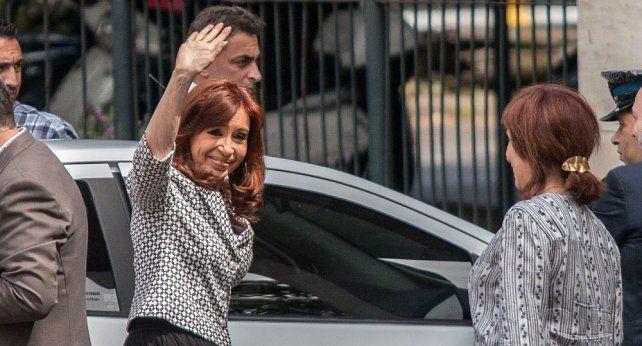 Dos encuestadoras dicen que Cristina le podría ganar la presidencial a Macri