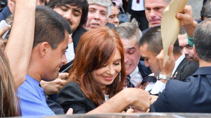 Citaron a indagatoria a CFK junto a más de 100 ex funcionarios y empresarios de la construcción