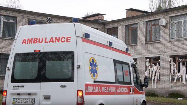 La ambulancia en la puerta del juzgado.