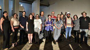 Aristas y funcionario en el Museo de Bellas Artes. Foto Caro Gaillard.