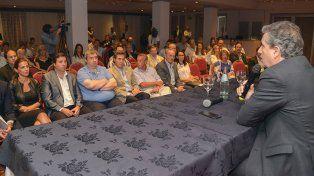 El ministro frente a lo funcionarios (Foto Twitter Entre Ríos Al Día).