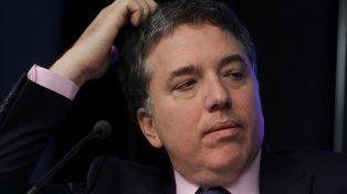 Nicolás Dujovne le propuso a la CGT un puente salarial del 5% para detener el paro