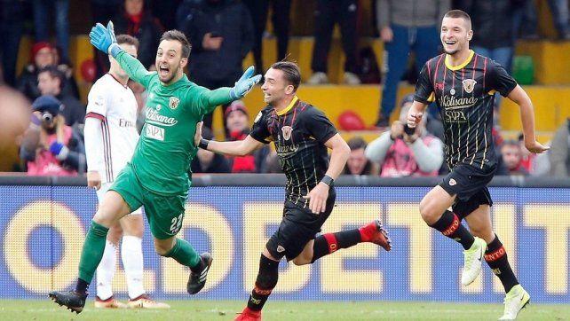 El increíble e histórico gol del arquero del Benevento al Milan, en el cuarto minuto de descuento