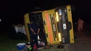 Crespo: Camionero quiso girar en U y el vehículo volcó