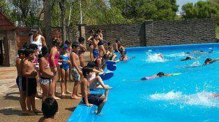 Para jugar. La propuesta es para chicos de 6 a 12 años: realizarán talleres y aprenderán a nadar.